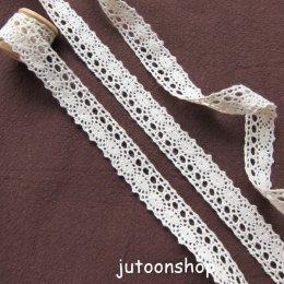 เทปผ้าลูกไม้ถัก สีครีม กว้าง 1.5 ซม. ยาว 90 ซม.