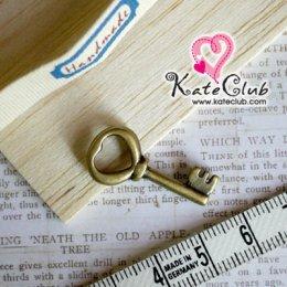 ตัวห้อยรูปลูกกุญแจสีทองเหลือง ยาว 2.6 cm