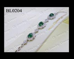 สร้อยมือมรกตโคลัมเบียธรรมชาติหลังเบี้ย (Natural Emerald Columbia Bracelet) ล้อมเพชร Heart&Arrow - Russian Cut