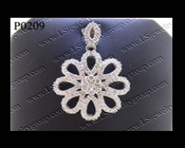 จี้เพชรกระจุกดอกไม้ (Diamonds Pendant)  เพชร Heart & Arrow - Russian Cut