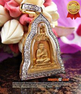สมเด็จพระพุฒาจารย์ (โต พรหฺมรังสี)เนื้อทองคำ เลี่ยมกรอบทองล้อมเพชรทรงระฆัง คลาสสิกสวยมากๆค่ะ