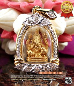 พระพิฆเนศ รุ่นอุดมโภคทรัพย์ เนื้อทองคำแท้ เลี่ยมกรอบทองฝังเพชรเบลเยี่ยม พิมพ์สวยงามน่ารักค่ะ