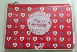 ETUDE HOUSE Berry delicious sweet pouch