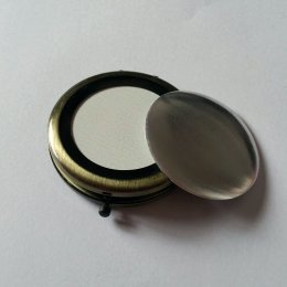 ตลับกระจกสีทองปัดดำ ขนาดเส้นผ่านศูนย์กลาง 7 cm. อันละ