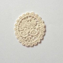 ผ้าลูกไม้ สีเบจ ใช้สำหรับเย็บตกแต่ง ขนาด 5 x 5.5 cm. ราคาอันละ