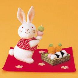 กระต่ายถือดังโงะ ผ้าญี่ปุ่น ขนาด 16 cm.