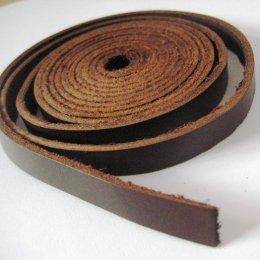 สายกระเป๋าเนื้อหนาหนังแท้ ด้านกว้าง 1 cm. ความยาวตลอดเส้น 180 cm.
