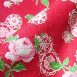 ผ้า cotton ญี่ปุ่น ลายดอกกุหลาบลูกไม้พื้นแดง (ขนาด 1/8 เมตร 25*55 ซม.) ขนาดดอกประมาณ 7 cm.