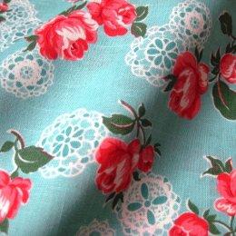 ผ้า cotton ญี่ปุ่น ลายดอกกุหลาบลูกไม้พื้นฟ้า (ขนาด 1/8 เมตร 25*55 ซม.) ขนาดดอกประมาณ 7 cm.