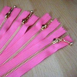 ซิปฟันทอง สีชมพู ขนาด 12.5 cm. เส้นละ