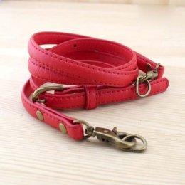 สายกระเป๋าสะพายหนัง PU สามารถปรับสายได้ สีแดง ความยาวตลอดเส้น 102-112 cm.หน้ากว้าง 1.2 cm.