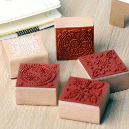 stamp ลูกไม้ ขนาด 4 x 4 cm. ราคาชิ้นละ (เลือกแบบด้านในค่ะ)