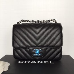 "CHANEL SQUARE 7"" CAVIAR BLACK SHW"