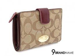 Coach Wallet  Canvas Brown Color F53562 -  Authentic Bag  กระเป๋าตังค์โค้ช สีน้ำตาล ใบสั้น มีกระดุมสำหรับล๊อกด้านหน้า ใส่บัตร7ใบ ช่องซิป1 เปิดได้2ฝั่ง มีหลายช่องใส่บัตรใส่ของสะดวกมากๆค่ะ