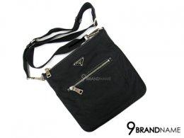 Preda Messenger Bag Tessuto Black SHW - Used Authentic Bag กระเป๋า พราด้า ผ้าร่ม ครอสบอดี้ ใบเล็ก ทรงแบน น้ำหนักเบา ใช้งานสะดวก สายปรับสั้นยาวได้ ของแท้ มืองสอง สภาพดีค่ะ