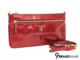 Prada Crossbody Patent Red GHW  - Used Authentic Bag กระเป๋า พราด้า ครอสบอดี้ สีแดง ใบเล็ก มีสายยาวถอดเก็บได้  ซิปด้านบนใช้งานได้สะดวก ของแท้มือสอง สภาพดีค่ะ