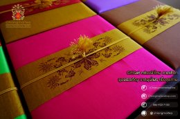 ชุดชงชาเซรามิก กล่องผ้าไหม (คาดเชือก) สีชมพู
