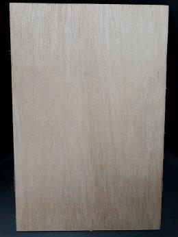 ไม้อัดยาง น้ำหนักเบา หนา 6 mm ขนาด 20x30 cm