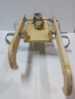 ชุดคิตหุ่นยนต์ปีนบันได(ไม้) (กรุณาระบุในหมายเหตุว่าใช้ อปก ร่วมกับแบตเตอรี่หรือชุดปั่นไฟ)