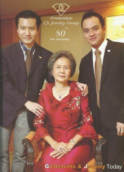 สัมภาษณ์พิเศษผู้บริหารห้างเพชรหลีเสงในโอกาสครบรอบ 80 ปี ในธุรกิจค้าส่งเพชร  ลงหนังสือ Gold Society ฉบับเดือนมีนาคม 2012