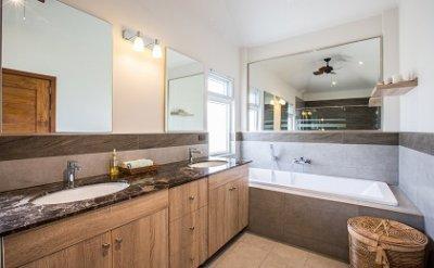 เปลี่ยนห้องน้ำเดิมให้เก๋โมเดิร์น แม้พื้นที่จะเล็ก