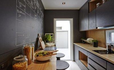 จัดการครัวเล็กให้กว้าง ด้วยช่องและชั้น