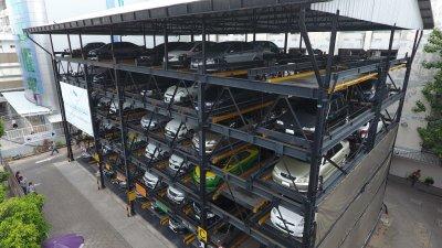 โครงการติดตั้งอาคารจอดรถอัตโนมัติระบบ G-07 GPP Puzzle Parking จำนวน100 คัน รพ.เปาโล เมโมเรียล โชคชัย 4 ลาดพร้าว กรุงเทพมหานคร แล้วเสร็จเมื่อปี 2555